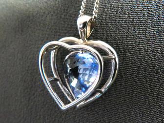 18K White Gold Sapphire Heart Pendant