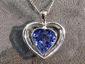 18K White Gold Sapphire Heart Pendant 20107