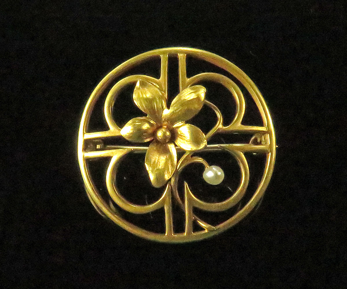 Gold Flower Brooch with Pearl
