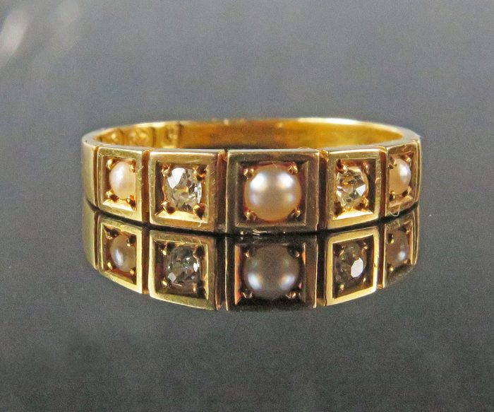 Gold English Ring with Diamonds and Pearls