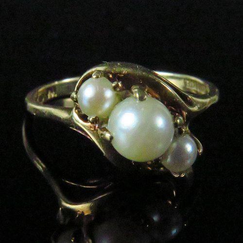 Gold Three Pearl Ring