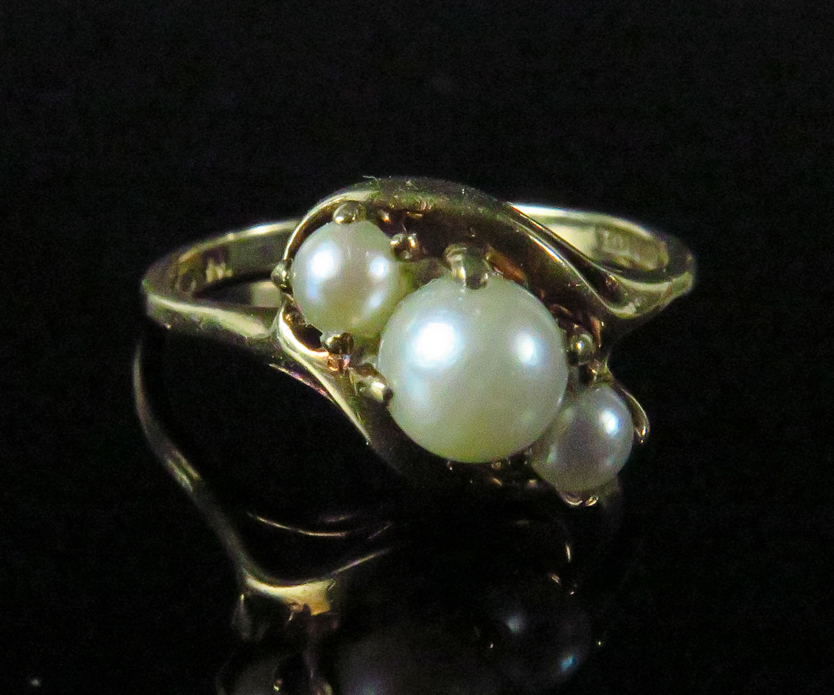 Gold Three Pearl Ring