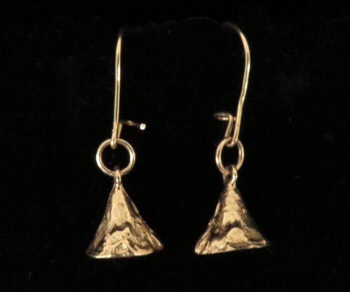 Gold kisses earrings